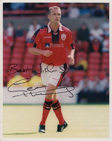 Geoff Thomas, Nottingham Forest, signed 10x8 inch press photo.